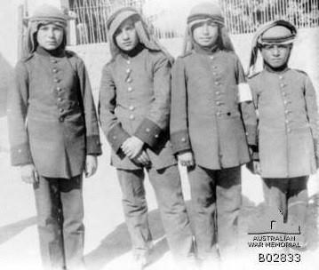 طلاب الثالث المتوسط في مدرسة الهلال الاحمر العثمانية في #دمشق سنة 1918م.