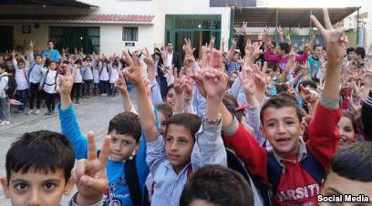 طلاب في المدرسة