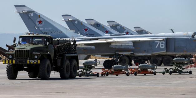 المعارضة السورية تدمر 7 طائرات روسية.. هجموا على قاعدة حميميم وأمطروها بالقذائف